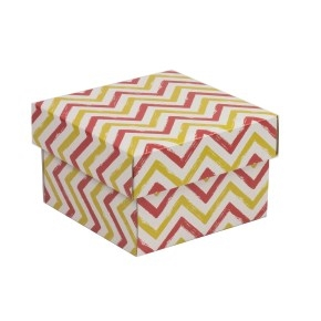 Darčeková krabička s vekom 150x150x100 mm, VZOR - CIK CAK koralová/žltá